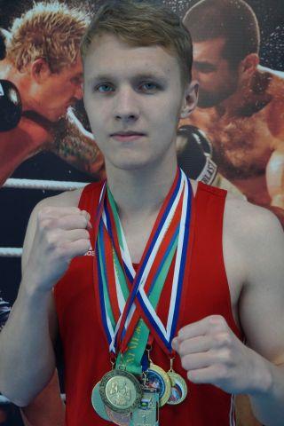 Тюменский Фонд развития бокса - официальный сайт - Боксеры - БУСЫГИН ЕВГЕНИЙ